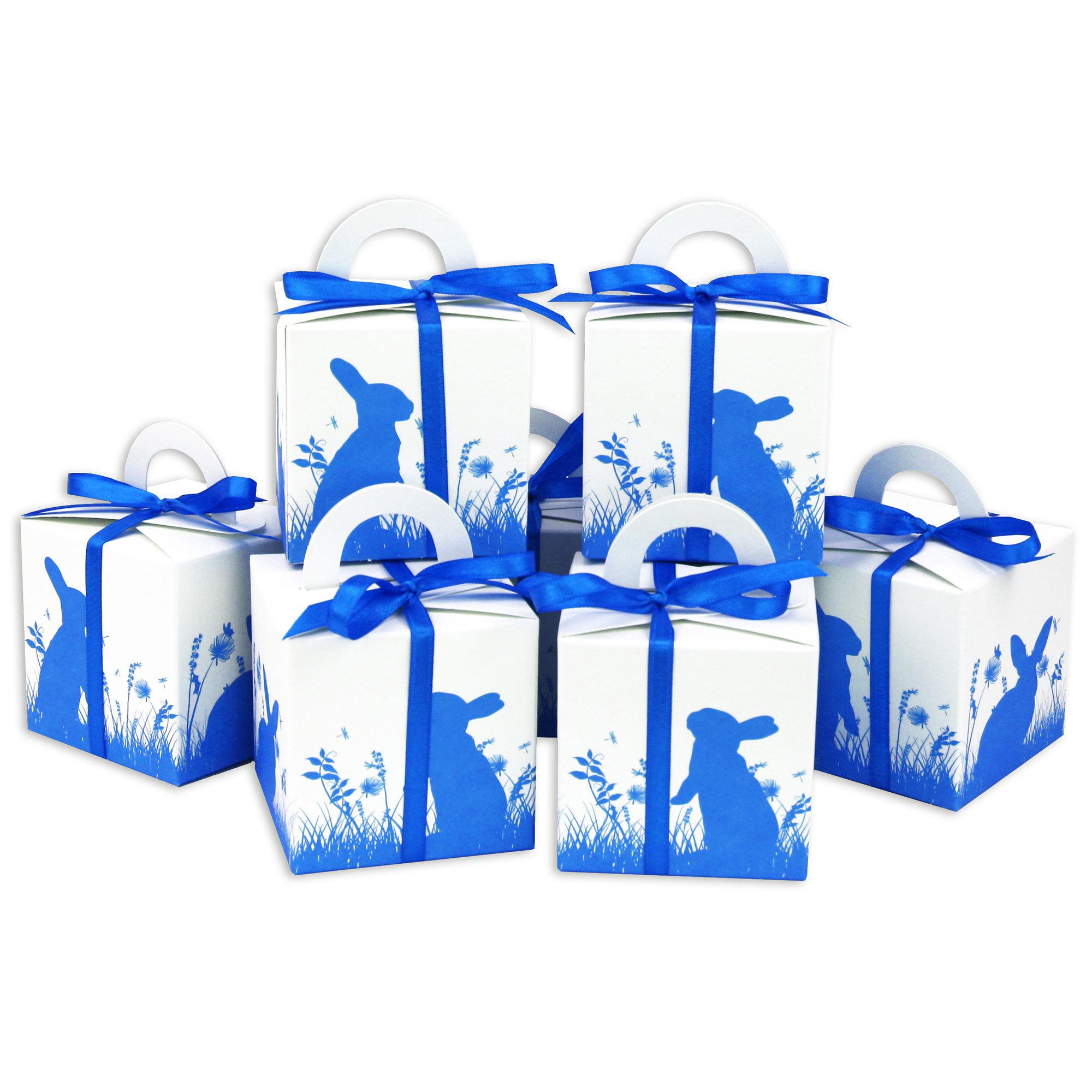 diy osterhasen kisten blauer aufdruck wei e geschenkboxen zu ostern geschenkverpackung zum. Black Bedroom Furniture Sets. Home Design Ideas